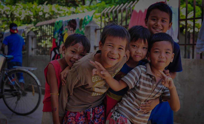 bg-group-of-kids.jpg