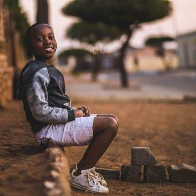 boy-sitting-on-dirt-3177662